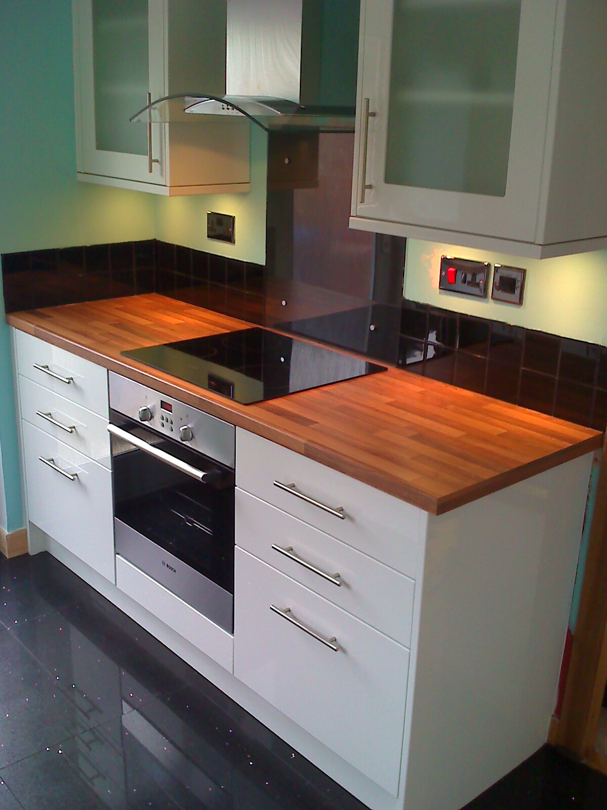 Excellent Howdens Kitchens Glendevon gloss white pic 6 1200 x 1600 · 336 kB · jpeg