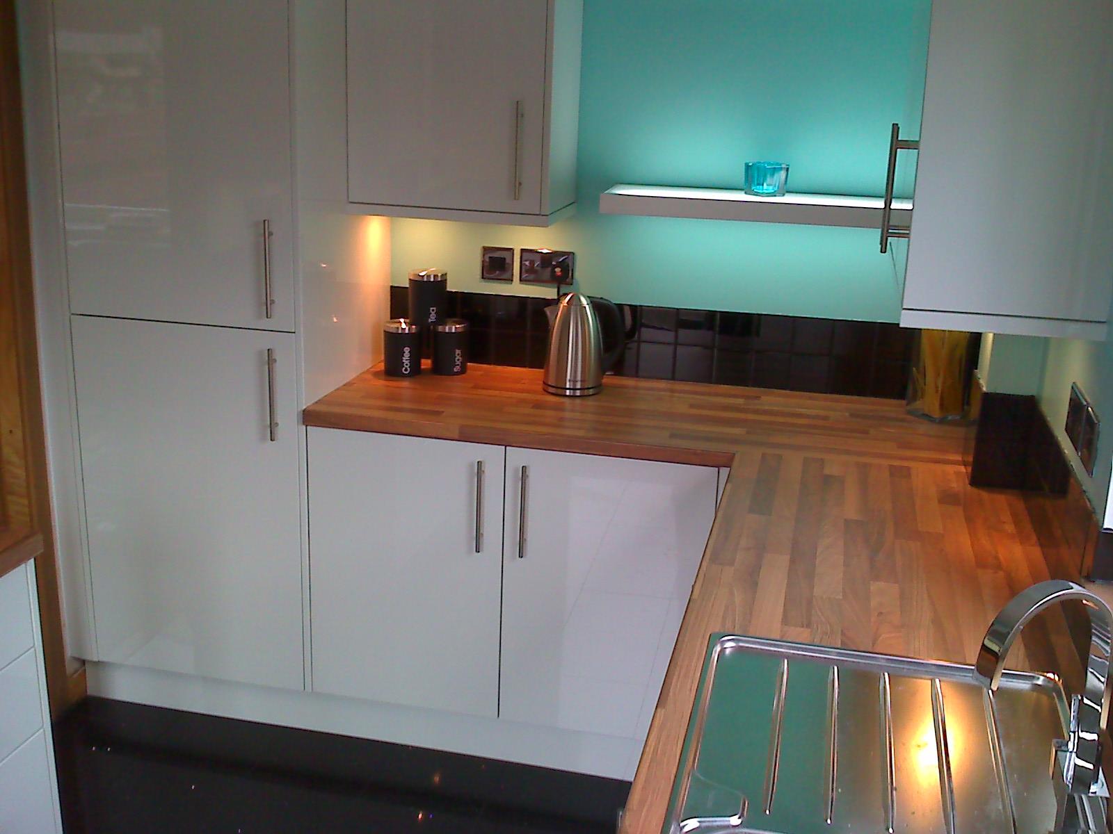 Howdens Kitchens Glendevon gloss white pic 2 - A.ONE ...